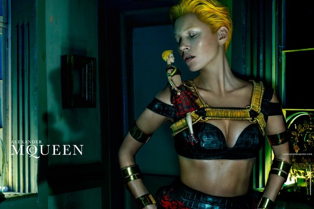 McQueen-Moss-1-Vogue-27Jan14-Steven Klein_b_1440x960 - Copy